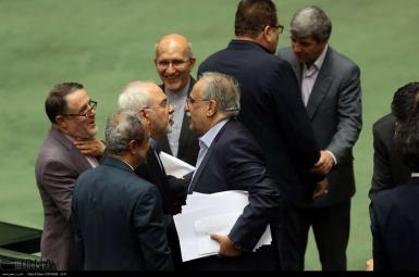 مسعود کرباسیان، وزیر امور اقتصادی و دارایی در جلسه استیضاح مجلس
