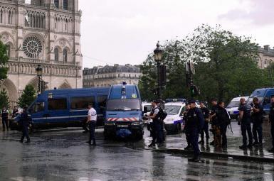 حمله مهاجم در پاریس