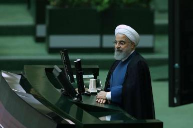 طرح سؤال از حسن روحانی رئیس جمهور ایران در مورد مشکلات اقتصادی کشور