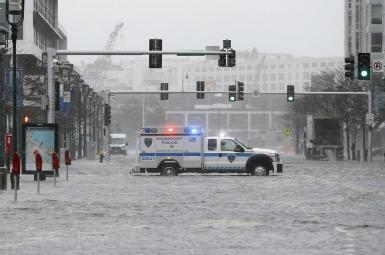 طوفان و سیل در ایالتهای شرقی آمریکا
