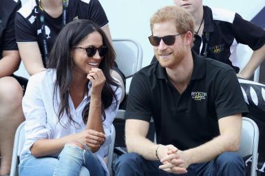 پرنس هَری نوه ملکه بریتانیا و مگان مارکل هنرپیشه آمریکاییالاصل نامزدی خود را اعلام کردند.