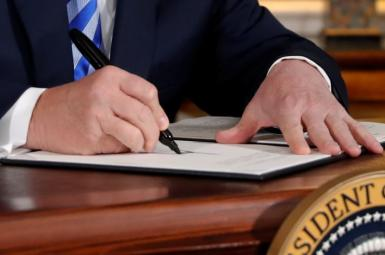 President Donald Trump signing the US withdrawal from the JCPOA. May 8, 2018