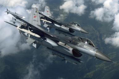 جنگندههای ترکیه ۵ موضع را در عفرین بمباران کردند