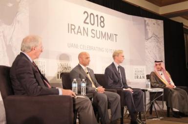 عادل الجبیر، وزیر امور خارجه عربستان سعودی و یوسف العتیبه، سفیر امارات متحده عربی در آمریکا در نشست «اتحاد علیه ایران هستهای»