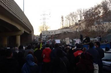 تجمع اعتراضی آبادانیها نسبت به شوری آب