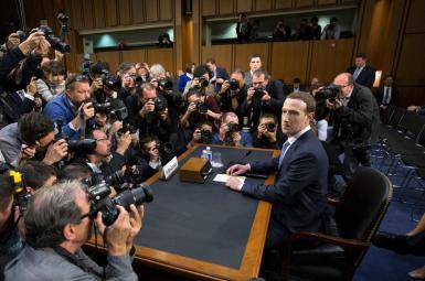 مارک زاکربرگ، رییس شرکت فیسبوک، در مجلس سنای آمریکا