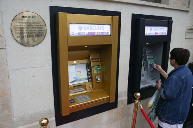 دستگاه خودپرداز پول