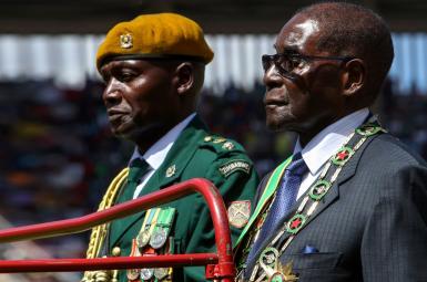 رابرت موگابه پس از فشارهای سیاسی چند روز گذشته از قدرت کنارهگیری کرد.