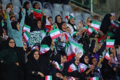 حضور گروهی از زنان ایرانی در ورزشگاه آزادى در بازی دوستانه تیمملی ایران و بولیوی