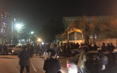 تجمع دراویش گنابادی در اطراف خانه نورعلی تابنده در تهران