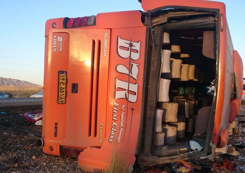واژگونی اتوبوس در محور بندرعباس