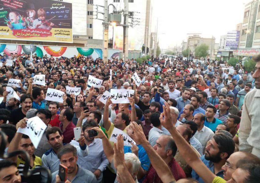 اعتراض در برازجان به کمبود آب آشامیدنی