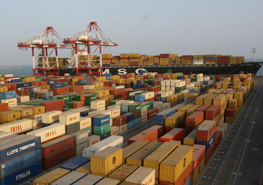 نماینده مجلس: بیش از ۹۵ درصد قاچاق ایران از مبادی رسمی است