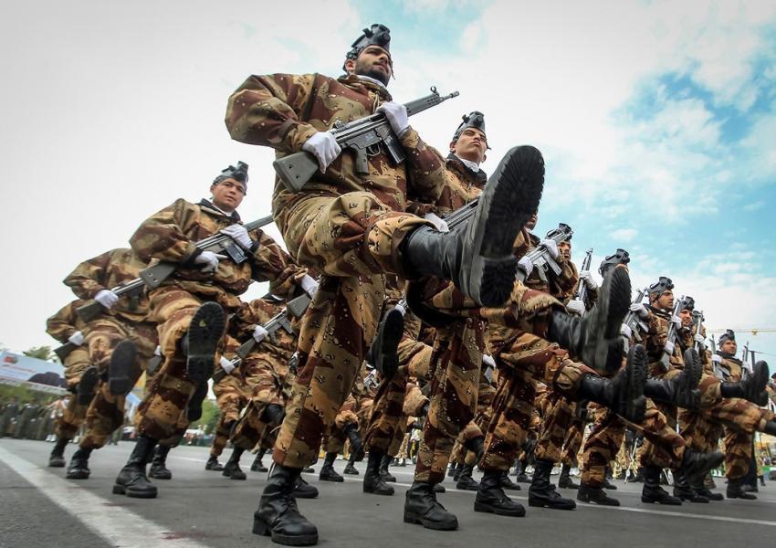 رژه نیروهای ارتش جمهوری اسلامی ایران در مشهد