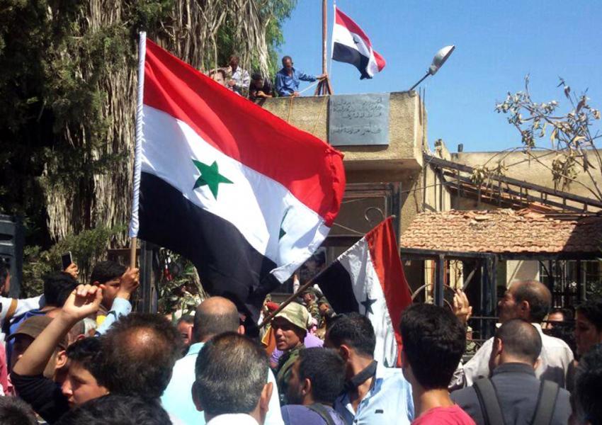 برافراشتن دوباره پرچم سوریه در شهر درعا