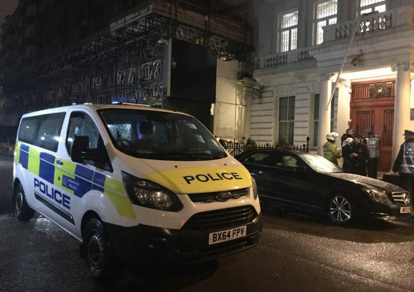 پلیس در اطراف سفارت ایران در لندن