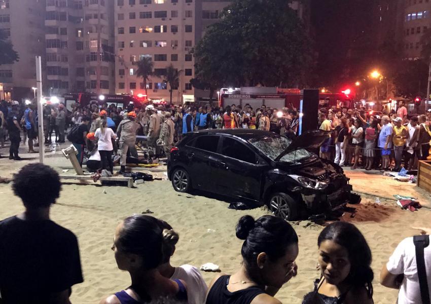 ورود یک خودرو به داخل جمعیت در ریودوژنیرو