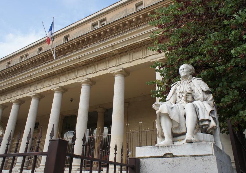 دادگاه تجدیدنظر اکس-آن-پرووانس در فرانسه