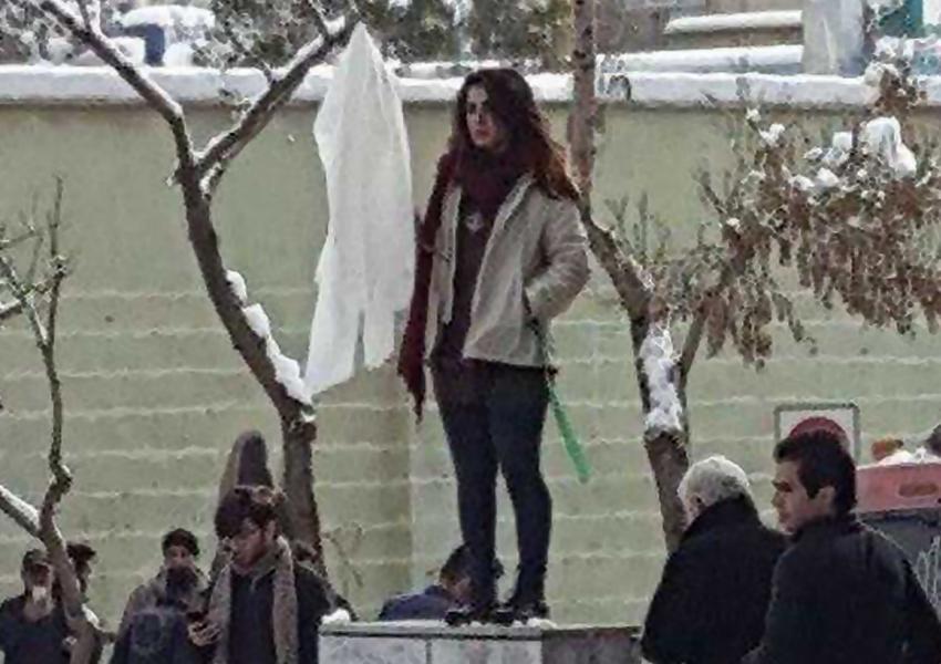 وثیقه ۵۰۰ میلیون تومانی برای آزادی «دختر دوم خیابان انقلاب»
