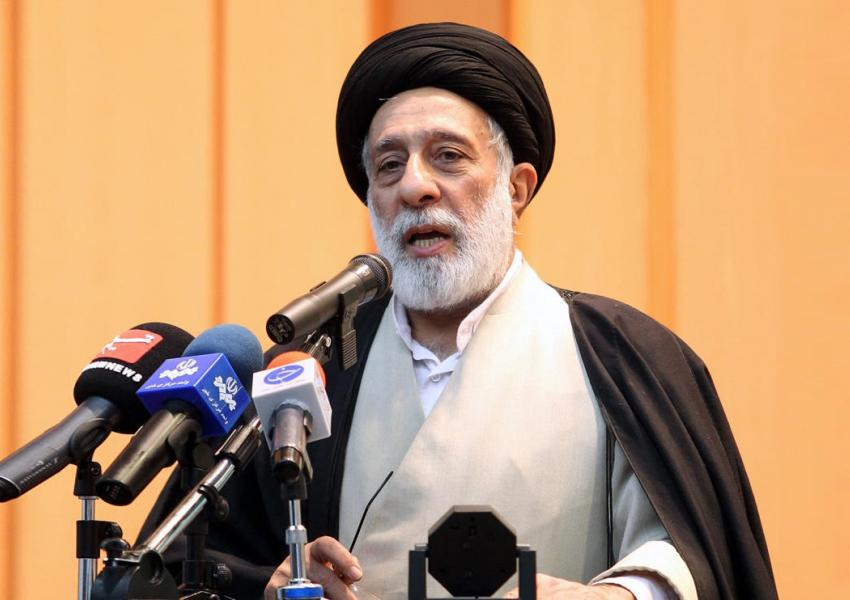 هادی خامنهای، برادر آیتالله علی خامنهای، رهبر جمهوری اسلامی است که با وی در موضوعات سیاسی اختلاف نظر دارد.
