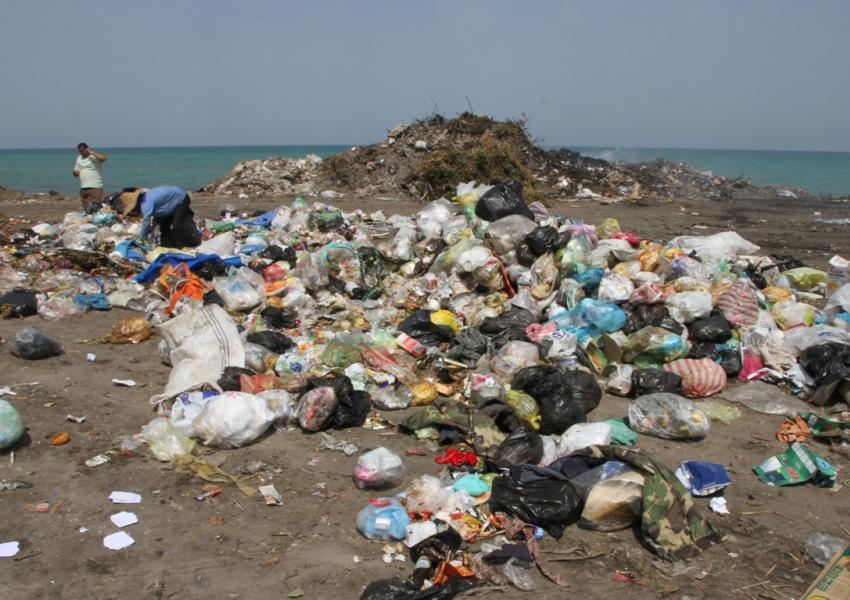 زباله در طبیعت