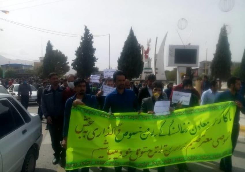 ادامه اعتصاب کارگران شرکت معادن زغال سنگ کرمان | ایران اینترنشنال