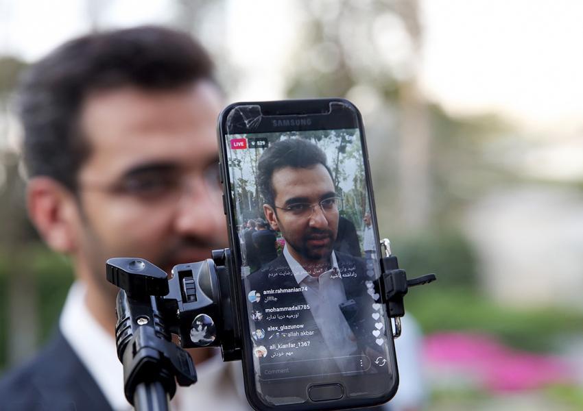 محمد جواد آذری جهرمی، وزیر «ارتباطات و فناوری اطلاعات»  دولت دوازدهم،