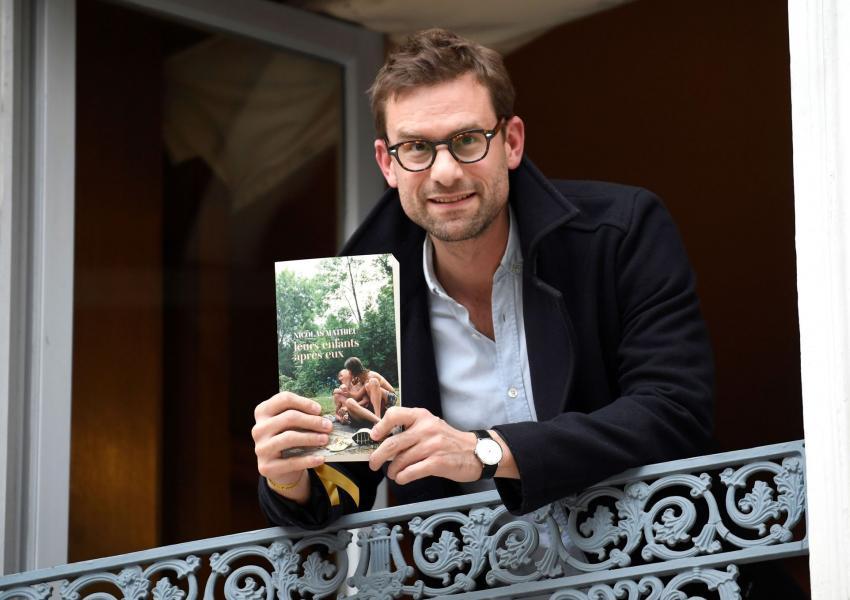 نیکولا متیو، نویسنده کتاب نوادگانشان پس از آنها