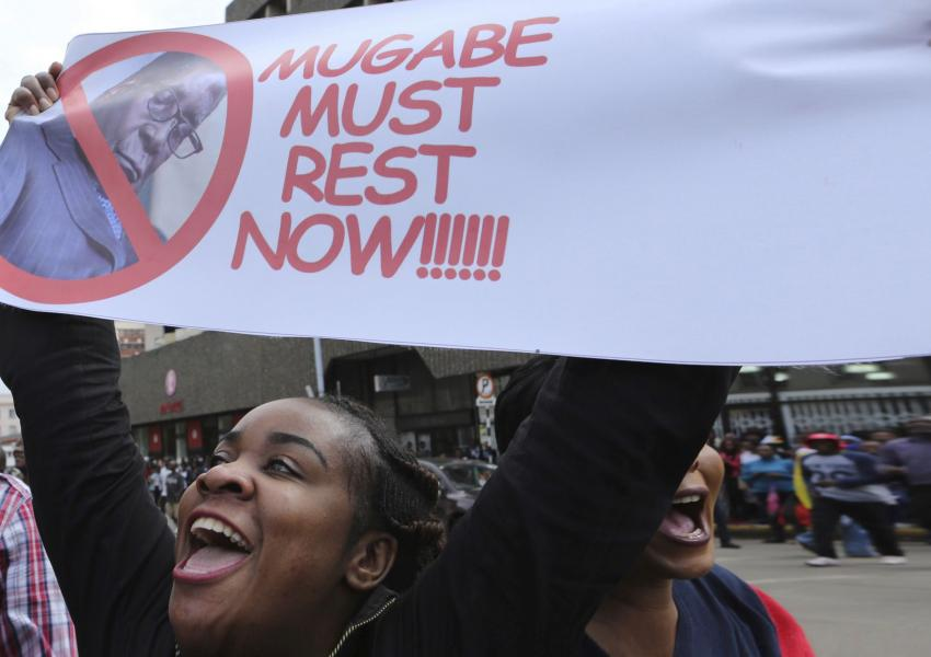 حزب حاکم زیمبابوه، موگابه را برکنار کرد