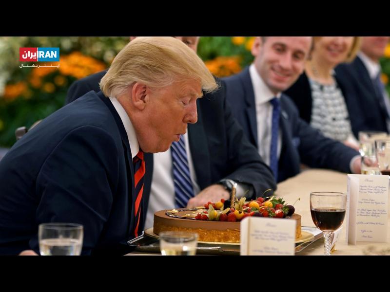 این سفر مصادف است تولد دونالد ترامپ رئیس جمهوری آمریکا که روز پنجشبه ۷۲ ساله میشود. به همین مناسبت دفتر نخست وزیر سنگاپور برای او کیک آورد و شمع روشن کرد تا فوت کند
